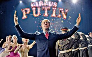 Klemen Slakonja navdušuje z uspešnico Glasba v teatru - teater v glasbi