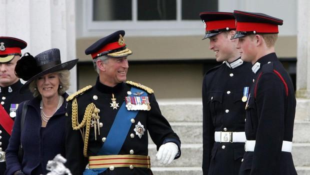 Princ Charles je na počitnicah s princem Harryjem in Williamom vedno vztrajal, da pobirajo smeti (foto: Profimedia)