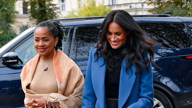 Mama Meghan Markle povabljena h kraljici za božič (foto: Profimedia)