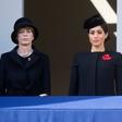 Zakaj Meghan Markle na kraljevem balkonu ni stala z ostalimi članicami kraljeve družine?
