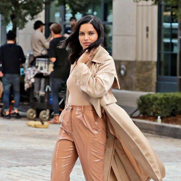 Adriana Lima (Fotogalerija): Rožnata svežina