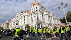 V protestih proti visokim cenah goriva v Franciji ena smrtna žrtev in 47 ranjenih