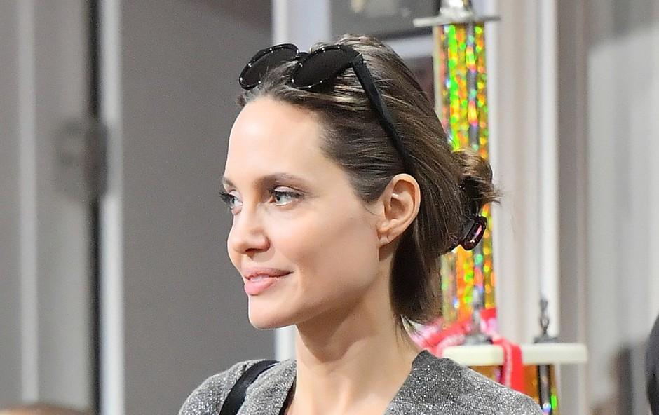 Angelnina Jolie je skrbna mama (foto: Profimedia)