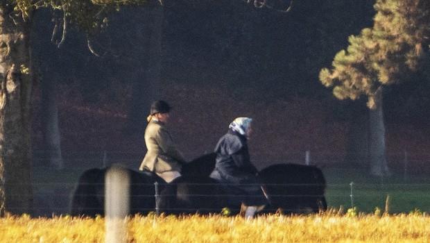 Kraljica Elizabeta pri 92. letih še vedno jaha konje (foto: Profimedia)