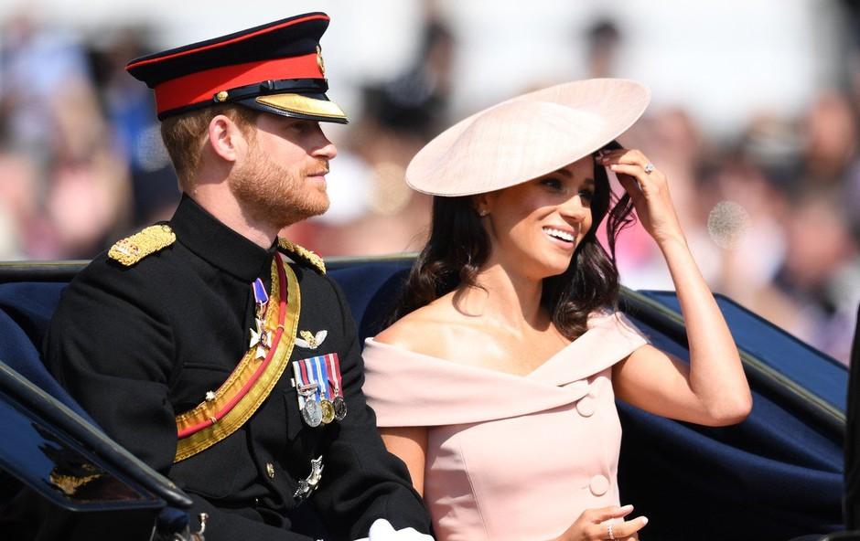 Princ Harry in Meghan naj bi že od začetka njunega razmerja načrtovala slovo od kraljevih dolžnosti (foto: Profimedia)