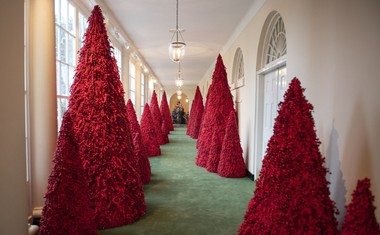 Tako je Melania Trump praznično okrasila Belo hišo