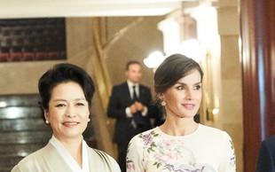 Kraljica Letizia nosila obleko s cvetličnim vzorcem, o kateri vsi govorijo