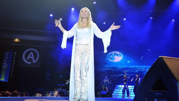 Z nocojšnjim koncertom v dvorani Tivoli bo Helena Blagne zaokrožila 30 let  svoje kariere (foto: profimedia)
