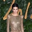 Kendall Jenner razkazovala popolno postavo v mini bikiniju