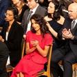 Amal Clooney na podelitvi Nobelovih nagrad - moža Georgea ni bilo videti nikjer