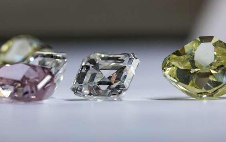 Na severu Kanade našli diamant v velikosti kokošjega jajca (foto: STA)