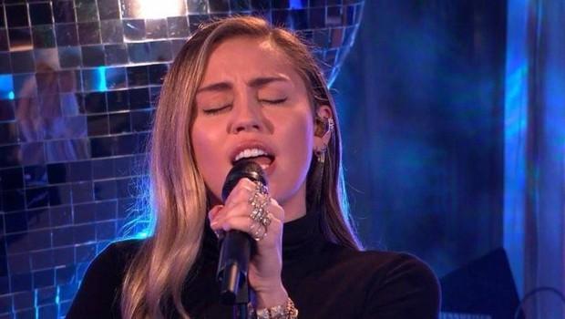 Miley Cyrus se po sedmih letih vrača na TV-zaslone (foto: Profimedia)