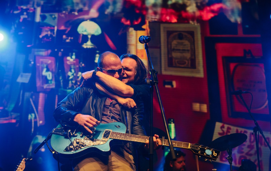 Hamo & Tribute 2 Love z gosti dokazali, da lubezen svet vrti (foto: Urša Premik))