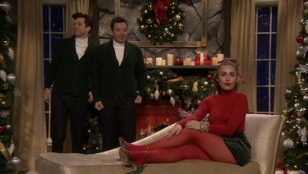 Miley Cyrus pri predelavi božične pesmi dodala feministično noto (foto: Profimedia)