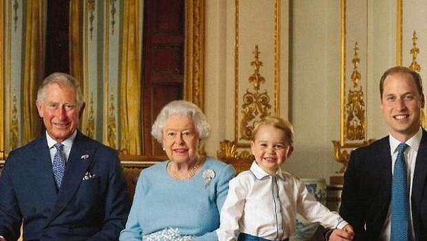 Kaj pijejo kronane glave? Princ Charles prisega na višnjevec, kraljica Elizabeta pa na koktejl! (foto: Profimedia)