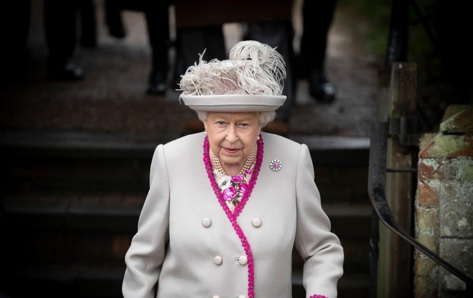 Vojvodinji Meghan in princu Harryju je (spet) uspelo ujeziti kraljico! (foto: Profimedia)