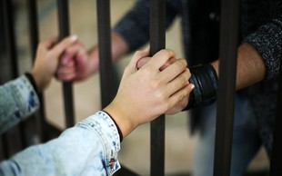 Nenavadna poroka: Ljubezen premaga tudi zaporniške rešetke