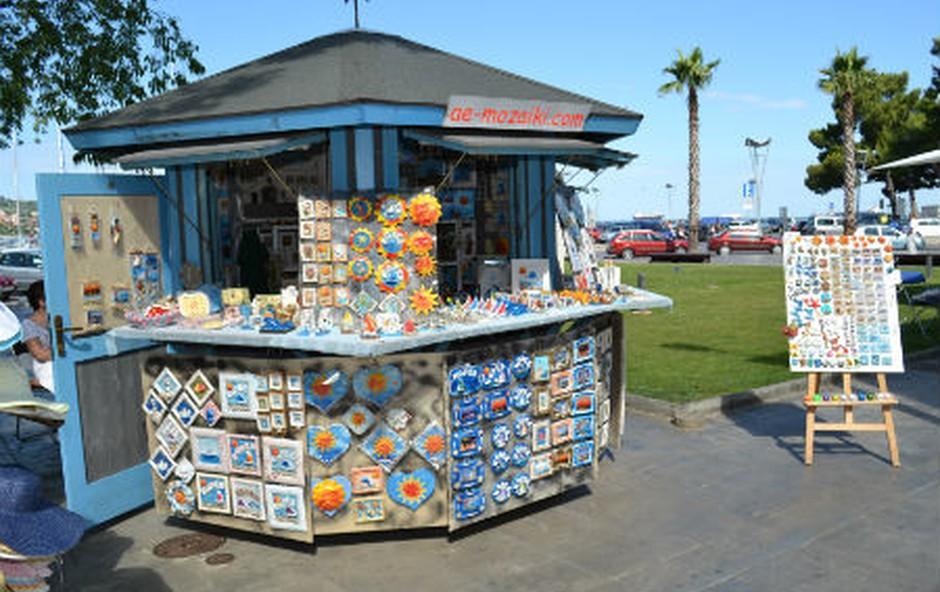 Prodajne hiške v Kopru iščejo novo uporabnike (foto: MOK Press)