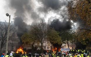 V eksploziji v pekarni v središču Pariza več ranjenih, umrla tudi dva gasilca