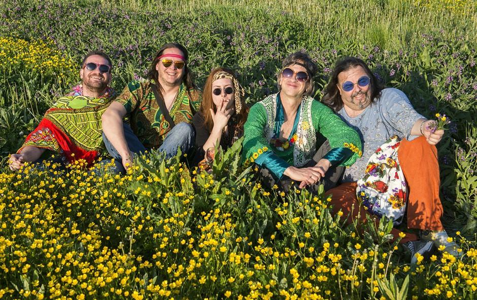 V Cvetličarno se ponovno vrača flower-power Zmelkoow (foto: Zmelkow Press)