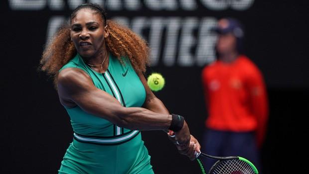 Serena Williams s svojim teniškim dresom znova razdelila javnost in dvignila veliko prahu (foto: Profimedia)