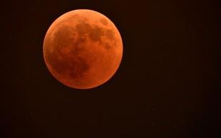 Če bo jasno, bo to noč viden prvi popoln mrk letos s super krvavo Luno