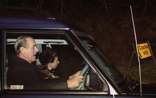 Za krmilom nepripeti princ Philip je dva dni po prometni nesreči sprožil kup vprašanj