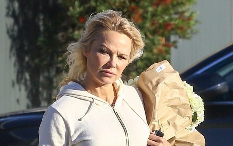 Pamela Anderson tudi v trenirki prava zapeljivka, ki jemlje dih (foto: Profimedia)