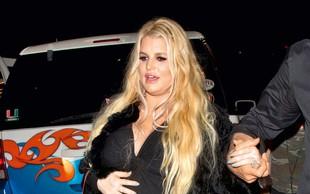 Jessica Simpson se je zaradi nosečnosti zredila 40 kilogramov