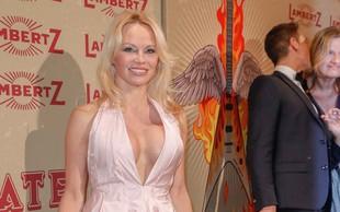 Pamela Anderson se je poročila: V peti zakon je vstopila na skrivaj