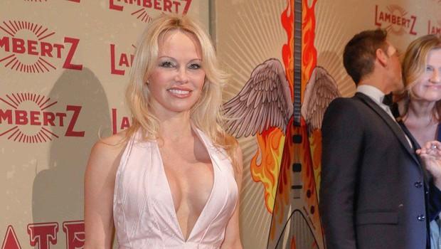 Pamela Anderson se je poročila: V peti zakon je vstopila na skrivaj (foto: Profimedia)