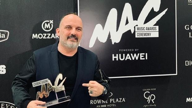 Tony Cetinski proglašen za izvajalca leta na Music Awards Ceremony! (foto: Hit Records)
