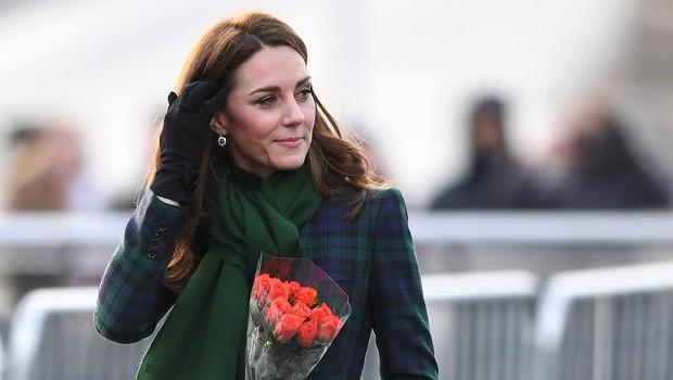 Kate Middleton sama prišla na mamin rojstni dan (foto: Profimedia)