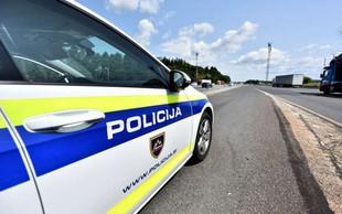 V Ljubljani ženski grozil z nožem, se odpeljal z njenim vozilom in povzročil nesrečo