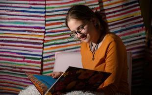 Že v osnovni šoli izdala dva romana, pesniško zbirko in napisala scenarij za muzikal