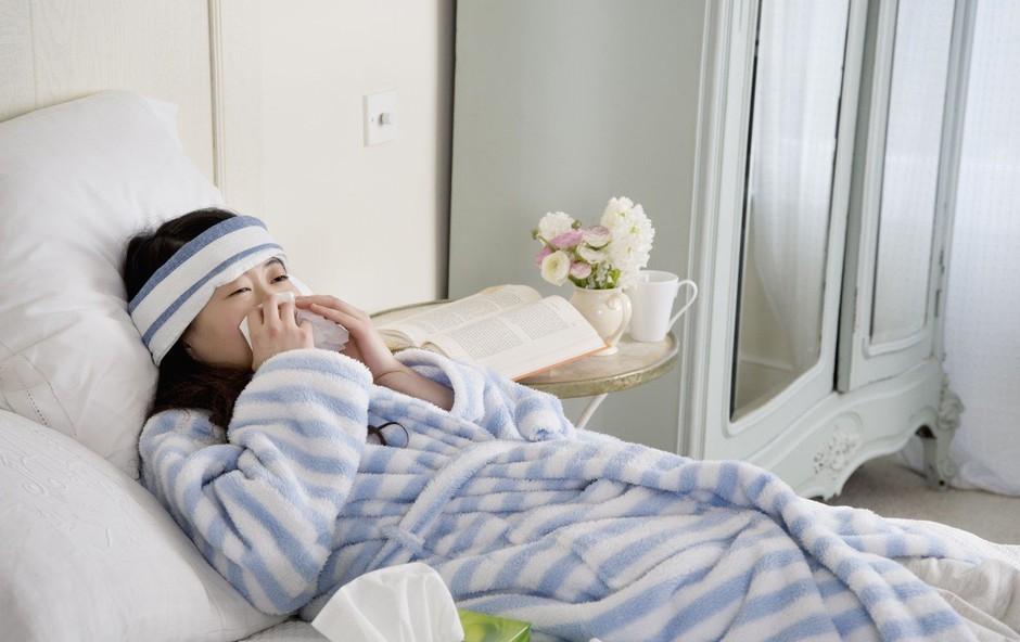 10 znamenj, ki kažejo, da ne gre za navaden prehlad, ampak za resnejše zdravstvene težave (foto: profimedia)