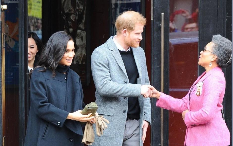 Zakaj Meghan Markle kljub mrazu rokavice nosi v rokah? (foto: Profimedia)