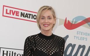 VIDEO: Sharon Stone poustvarila prizor s filmskega platna, ki jo je izstrelil med zvezde