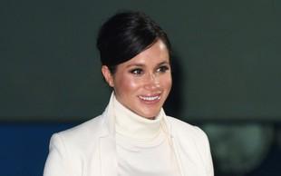 Meghan Markle na gala dogodku naravnost blestela v obleki bele barve