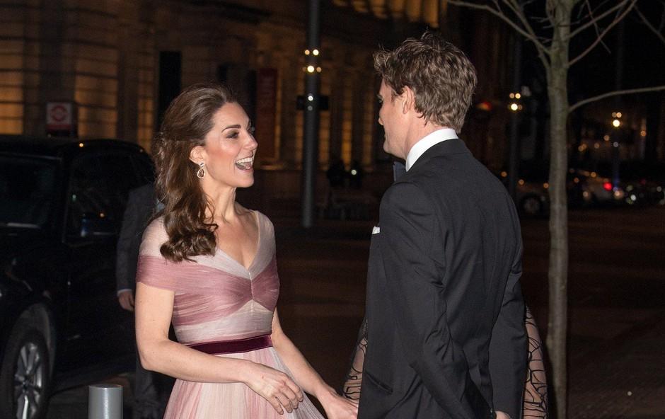 Kate Middleton verjetno še nikoli ni imela tako vitkega pasu (foto: Profimedia)