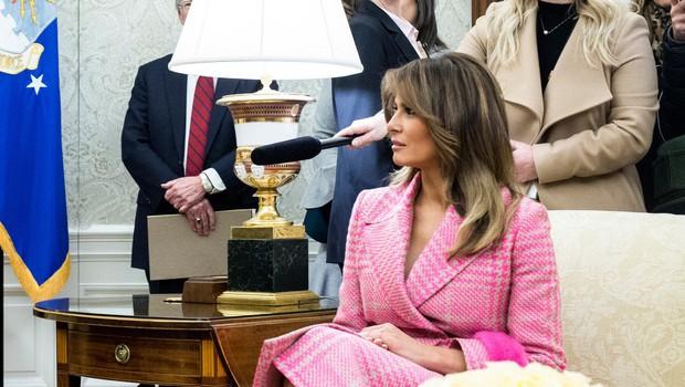 Romantičen plašč Melanie Trump, ki je obnorel svet (foto: Profimedia)
