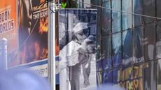 Umrl mornar z znamenite fotografije poljuba z medicinsko sestro