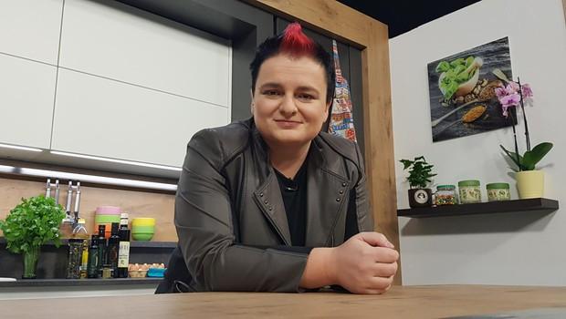 Martina Ipša po novem vodi kuharsko televizijsko oddajo Gurmanski izziv z Martino! (foto: STANDUPSI.COM)