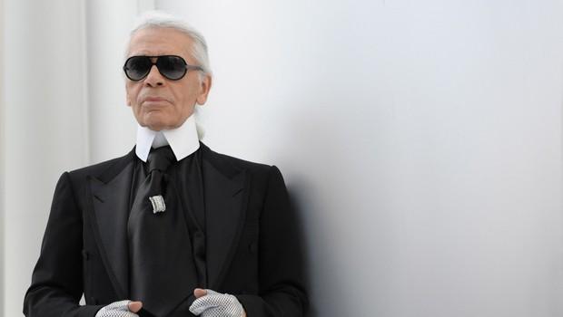 Zakaj je legendarni Karl Lagerfeld vedno nosil rokavice? (foto: Profimedia)