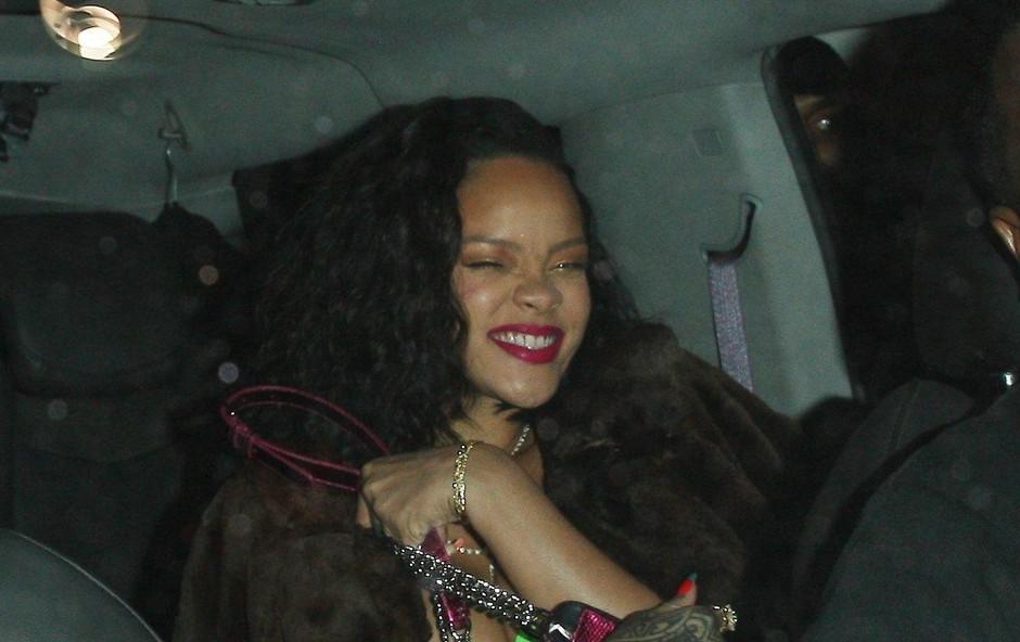 Rihanna po tem, ko je odšla iz restavracije Wally's, kjer je praznovala svoj 31. rojstni dan. (foto: Profimedia)