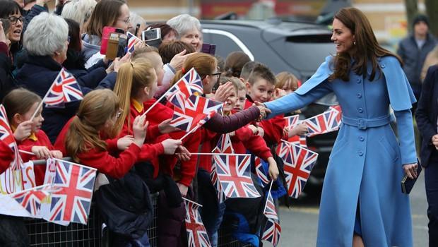 Kate Middleton ima plašč, ki si ga želijo številne ženske po vsem svetu (foto: Profimedia)