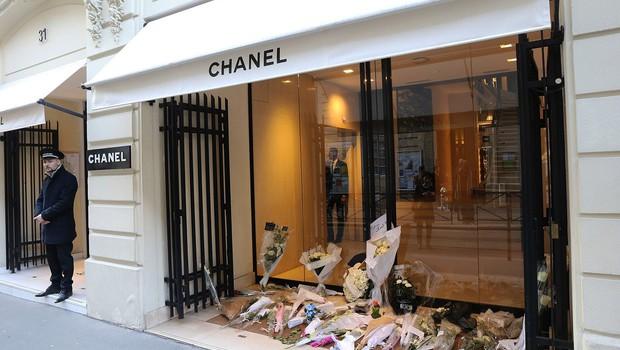 Poklon Chanela Lagerfeldu z njegovo zadnjo kolekcijo (foto: profimedia)