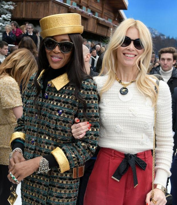 Claudia Schiffer in Naomi Campbell sta se poklonili modnemu velikanu Karlu Lagerfeldu (foto: Profimedia)