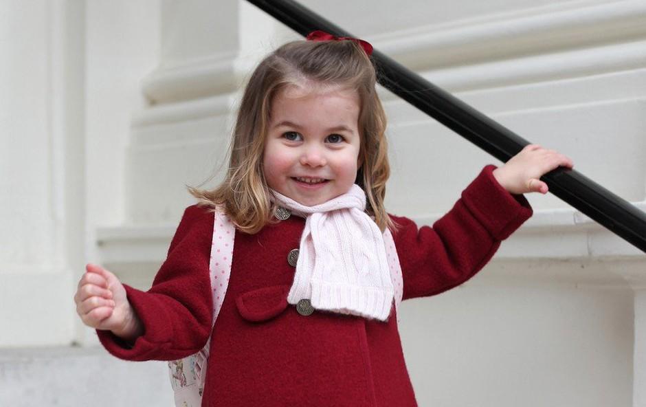 Princ William mali princesi Charlotte zjutraj rad ureja pričesko (foto: Profimedia)