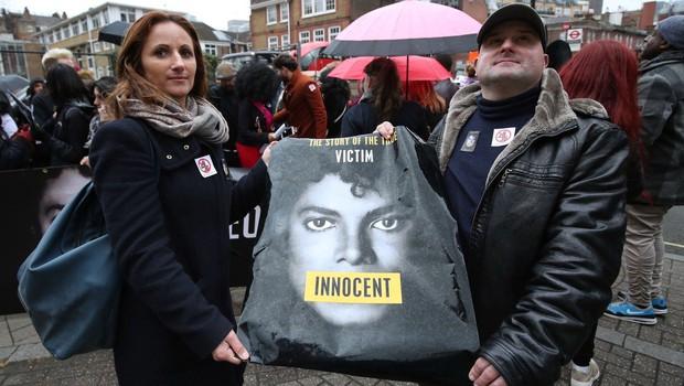 Film o Michaelu Jacksonu razburja duhove in neti proteste oboževalcev (foto: profimedia)